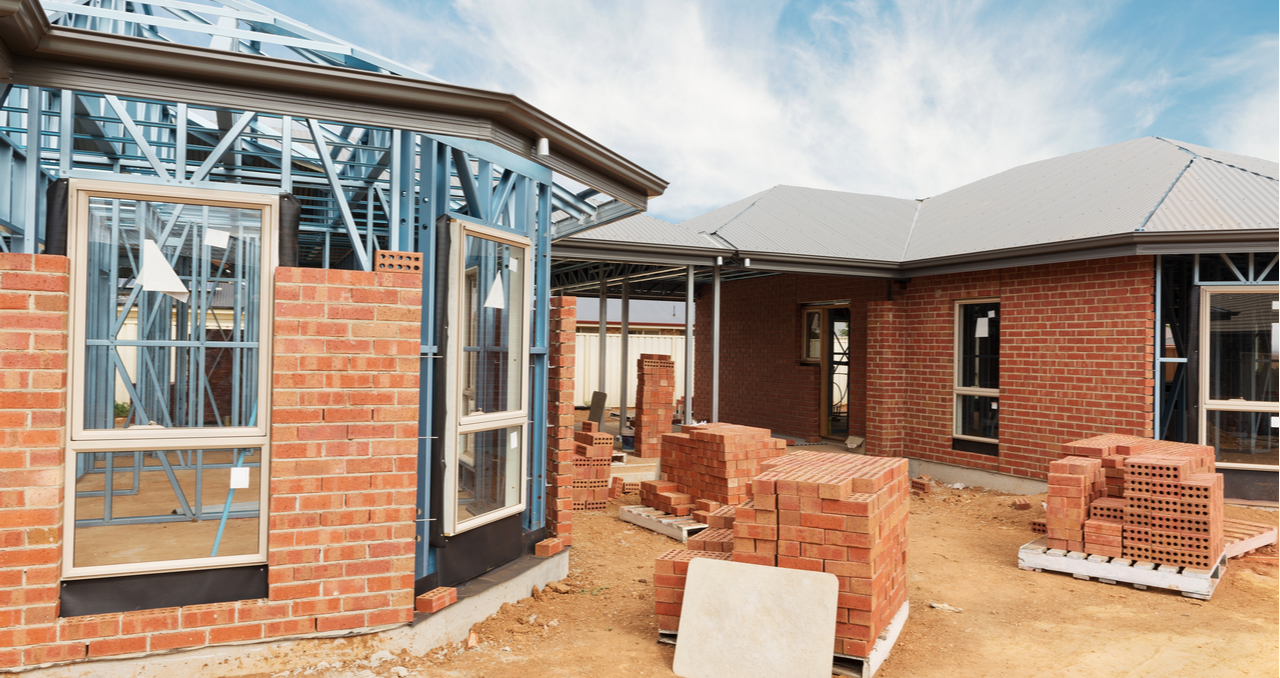 How to Build a House While Selling Yours: 5 Things to Know