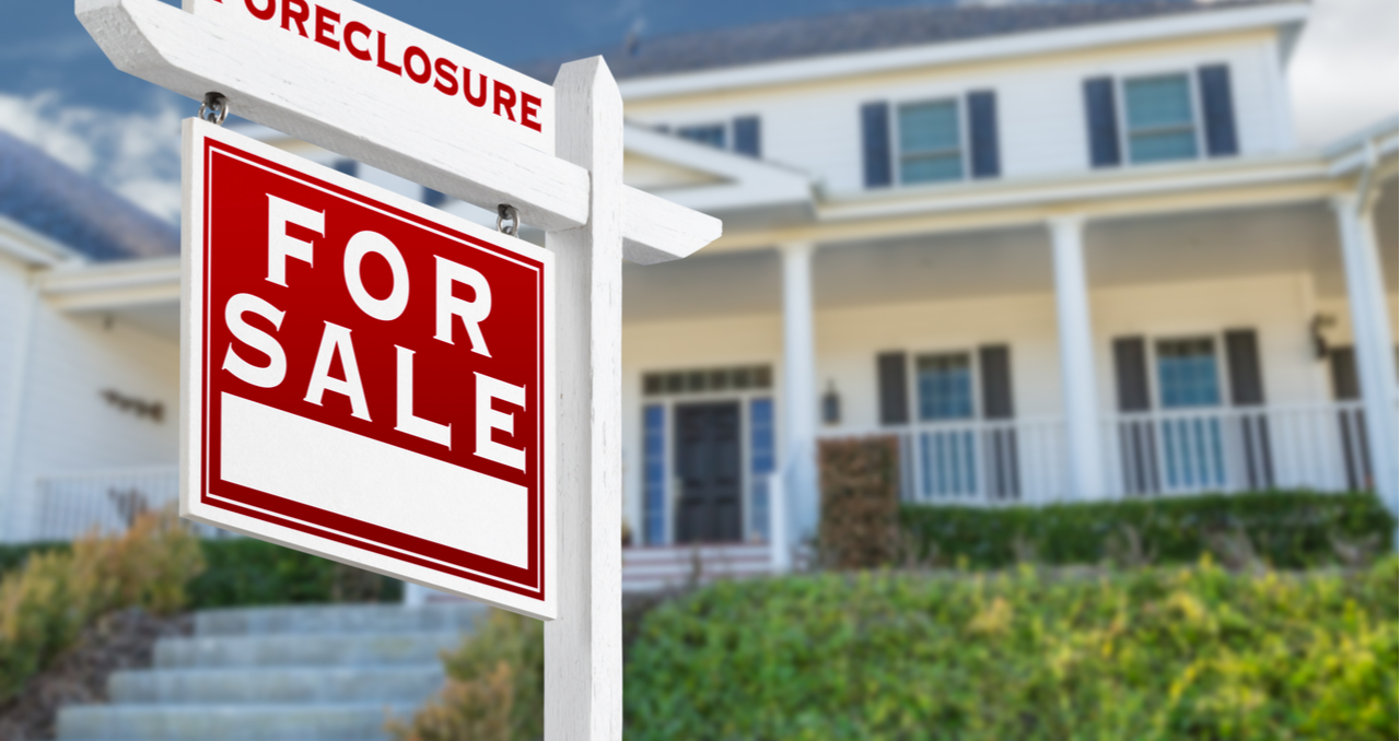 Pros & Cons of Buying Foreclosed & Bank-Owned Homes