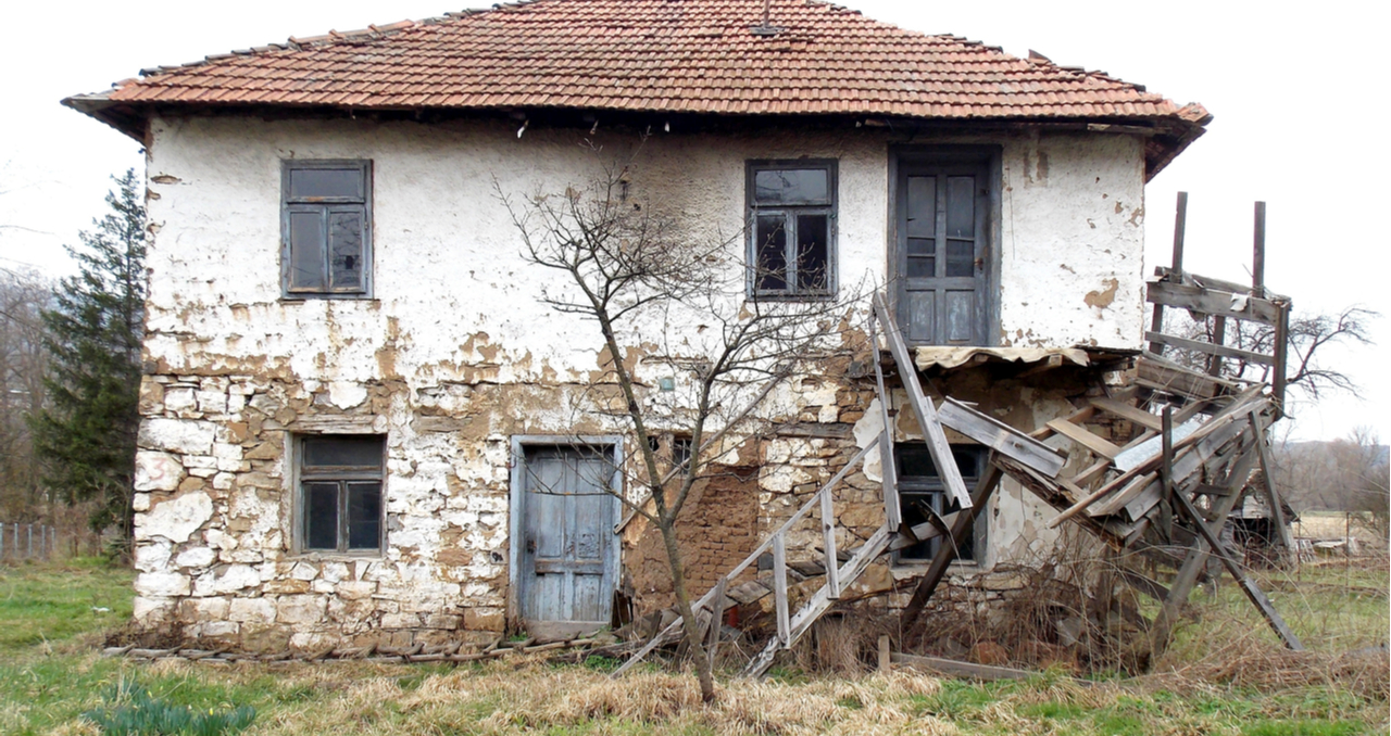 7 Low-Cost Tips for Selling an Old House that Needs Work