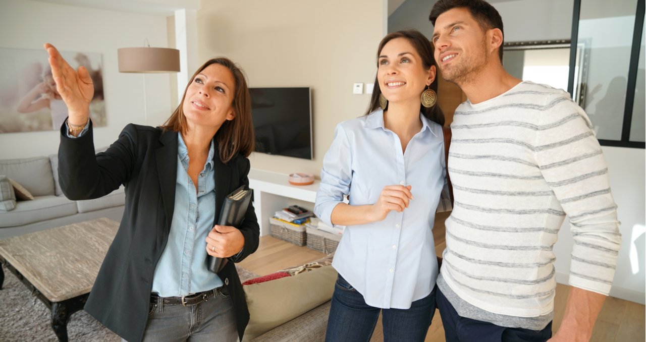 How Much to Offer On a House In a Buyer's and Seller's Market